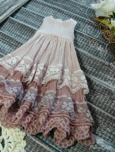 Blythe dress of manual coloring, blythe dresses, pink dress for blythe, Pullip v… Vintage Dresses, Vintage Outfits, Vintage Fashion, 1950s Dresses, 1950s Fashion, Vintage Clothing, Diy Dress, Lace Dress, Clothing Patterns