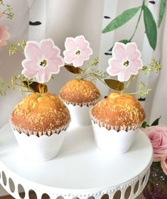 The cupcakes at this Springtime Brunch Easter Party are so pretty! See more party ideas and share yours at CatchMyParty.com #catchmyparty #partyideas #easter #eastercupcakes