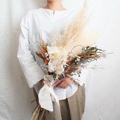 Dried Flower Bouquet, Boquet, Diy Wedding Bouquet, Floral Wedding, Flower Aesthetic, California Wedding, Diy Flowers, Unique Weddings, Flower Arrangements