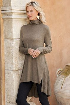 With just a touch of cashmere, our Cassandra Tunic has a specialty rib knit back detail. Available in both Black and Mocha, this sweater is perfect for styling with leggings or jeans.