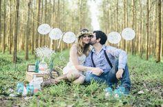 """Para os noivos que querem algo mais simples, econômico e sem tantos protocolos e convidados, nada melhor do que pensarem em um mini-wedding, verdade? Mas se a ideia é ainda mais radical: um """"casamento à dois"""", ou seja, apenas a noiva e o noivo! Ok, tá bem, no máximo, alguns poucos amigos para testemunharem o momento."""