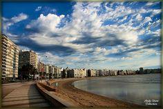 Una buena vista de la Rambla de Montevideo.