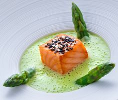 Discover recipes, home ideas, style inspiration and other ideas to try. Sesame Salmon Recipe, Salmon Recipes, Fish Recipes, Easy Appetizer Recipes, Healthy Dessert Recipes, Chefs, Michelin Food, Party Food And Drinks, Food Plating