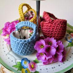 mrsbrownmakes...: Mini Crochet Easter Basket - free pattern - and also tutorial here: http://mrsbrownmakes.blogspot.co.uk/p/mini-crochet-basket.html