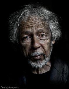 RAÚL PEREZ - PORTUGUESE  FAMOUS SURREALIST PAINTER - street portrait - Raul Perez