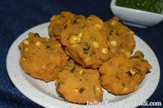 Enjoy delicious crispy pakoras made with chana dal with green chutney or tomato sauce. And with hot hot tea together, the fun is different. These pakoras are slightly different from the vada made of l Snacks Recipes In Hindi, Snack Recipes, Arizona Green Teas, Pakora Recipes, Green Chutney, Tomato Sauce, Lentils, Crisp, Diet