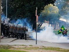 Batalhão de Choque ataca manifestantes no entorno do Maracanã. 16/06/2013.