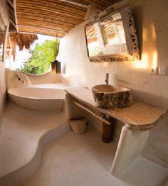 Bathroom Decor spa Towel bar from wood branch Maison Earthship, Earthship Home, Outdoor Bathrooms, Dream Bathrooms, Adobe Haus, Earth Bag Homes, Mud House, Tadelakt, Natural Homes