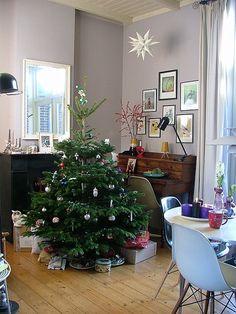 Keltainen talo rannalla: Persoonallisesta kodista jouluun