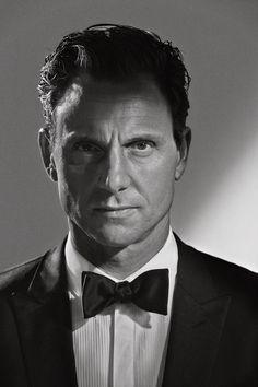 Tony Goldwyn est un acteur, producteur et réalisateur américain né le 20 mai 1960 à Los Angeles, en Californie