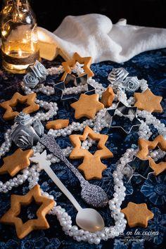 Galletas de Turrón Kitchenaid, Fondant, Galletas Cookies, Cupcakes, Gingerbread Cookies, Frosting, Desserts, Food, Ginger Cookies