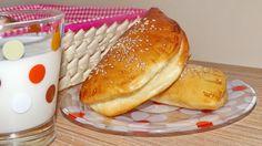 Placintele cu branza Hot Dog Buns, Hot Dogs, Hamburger, Cooking Recipes, Bread, Puddings, Food, Chef Recipes, Cooking