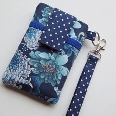 Can do sew wallet, sewing to sell, purse patterns, cell phone wallet, cell phon Sew Wallet, Sewing To Sell, Diy Phone Case, Cell Phone Holder, Phone Wallet, Purse Patterns, Purses And Bags, Sewing Projects, Coin Purse