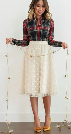 These holiday outfits are perfect for your next party! Whether you're searching for office holiday party outfits or cute Christmas dresses, try these out! 32 Holiday Outfits You Need To Copy Right Now – 32 Holiday Outfits You Need To Copy Right Now Bild Outfits, Skirt Outfits, Fashion Outfits, Emo Fashion, Holiday Skirts, Christmas Dresses, Christmas Party Outfits, Holiday Party Dresses, Christmas Sweaters