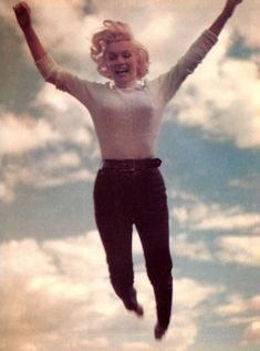 Marilyn flying