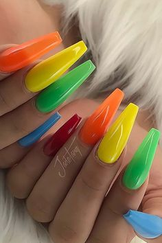 23 Colorful Nail Art Designs That Scream Summer StayGlam coffin nails summer colors - Coffin Nails Best Acrylic Nails, Summer Acrylic Nails, Matte Nails, Summer Nails, Gel Nails, Nail Polish, Nail Design Spring, Colorful Nail Art, Classic Nails