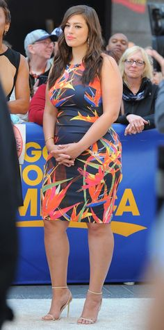Study up on these nine plus-size style lessons from Ashley Graham. Curvy Girl Fashion, Look Fashion, Plus Size Fashion, Womens Fashion, 80s Fashion, Looks Plus Size, Plus Size Model, Plus Size Dresses, Plus Size Outfits