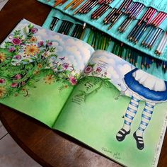 Hello girls this is my first book painting Secret Garden and I confess I did not like the quality of the leaves so I'll leave as a last option to paint.