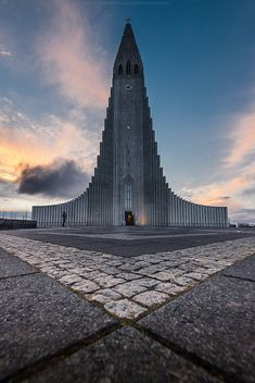 Hallgrímskirkja, Lutheran (Church of Iceland), Reykjavík, Iceland-Cool. This reminds me of something out of Ice Crown in World of Warcraft! Church Architecture, Religious Architecture, Beautiful Architecture, Modern Church, Les Religions, Cathedral Church, Old Churches, Church Building, Iceland Travel