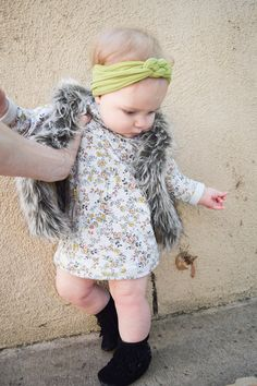 BABY FASHION   A casual fall baby outfit -- We're so in love with our new sailor knot headband from Blue Frog Apparel -- And we paired it with the most darling outfit, over on the blog!