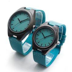 Relógio de Madeira Blue Couple