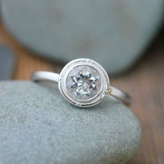 Crystal Clear White Topaz Ring in Sterling Silver 925 by Vyoleto