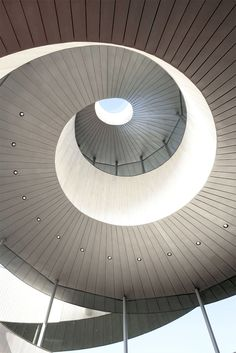 Located in the gardens of the Bella Vista Sakaigahama resort hotel in Onomichi, a city in Hiroshima Prefecture, this chapel for weddings by Hiroshi Nakamura & NAP architects presents a double spiral formed by two stairways. These spiral...