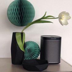 #HouseDoctor vs. #sonos   die Vase #geometry und #ornaments #paperdecor erhältlich in unserem Store design-deli.com