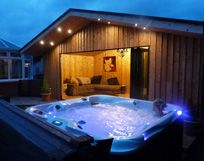 Creating Rooms Perth outdoor hot tub