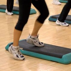 Bench Exercises for Osteoporosis and Osteopenia - Cooper Institute Osteoporosis Diet, Osteoporosis Exercises, Arthritis Exercises, Step Aerobics, Aerobics Classes, Knee Strengthening Exercises, Bench Exercises, Step Workout, Exercises