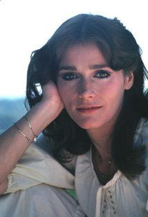 RIP - Margot Kidder was born in Yellowknife, Northwest Territories. She is best known for her role as Lois Lane in four Superman movies opposite Christopher Reeve. Christopher Reeve, Superman Movies, Dc Movies, Superman Art, Lois Lane, Canadian Actresses, Actors & Actresses, Northwest Territories, Celebrities