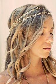 headband made of metal leaves #weddings #hairstyle