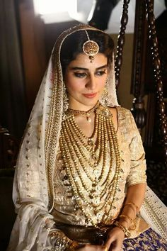 Jewelry OFF! From Satlada's to Rani Haar and Kundan sets we found the most trending jewellery ideas for real brides. Here are some bridal necklace designs ideas to help you decide your bridal jewellery. Bridal Outfits, Bridal Dresses, Bridal Necklace, Wedding Jewelry, Pakistani Bridal Wear, Punjabi Bride, Pakistani Dresses, Asian Bridal, Wedding Wear