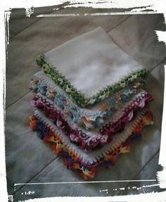 Fraldas de boca (tecido duplo para melhor absorção) .... Acabamento em crochê ....💖
