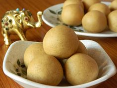 Indian Cuisine: Sunnundalu with Sugar | Urad Dal Laddu Recipe