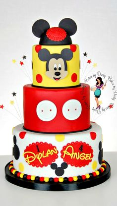 Adorable Micky Mouse cake - Cakes by Dusty layers) Bolo Do Mickey Mouse, Mickey And Minnie Cake, Mickey Cakes, Minnie Mouse Cake, Button Cake, Pretty Cakes, Beautiful Cakes, Amazing Cakes, Fondant Cakes