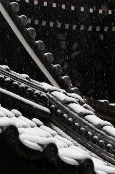Kyoto, Japan 六角堂 (Photo : Gallery I) https://www.facebook.com/Kyoto.GalleryI?ref=br_rs
