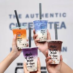 What is this trend about milk foam, milk cap, cheese tea, cheese milk tea? Here's everything you need to know about cheese tea at Talk Boba, come inside! Fun Drinks, Yummy Drinks, Healthy Drinks, Yummy Food, Bubble Tea Shop, Bubble Milk Tea, Boba Drink, Vietnamese Dessert, Thai Tea