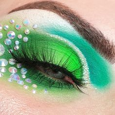 Edgy Makeup, Eye Makeup Art, Eyeshadow Makeup, Beauty Makeup, Cool Makeup Looks, Beautiful Eye Makeup, Crazy Makeup, Creative Eye Makeup, Colorful Eye Makeup