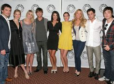 I would love to meet the Entire cast of Gossip girl! :D