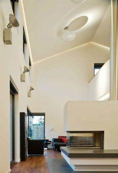 Hier ein Blick ins Wohnzimmer. Das Haus wurde von Bartels-Architektur designed. Alles Weitere findet ihr im Artikel. #klinkerfassade #modernearchitektur #homify