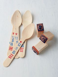 Make digging into the 4th of July feast a touch sweeter by decorating plain wooden utensils with red and blue ink stamps to adorn the handles of each utensil with stars, stripes, and other patriotic designs. #redwhiteandblue #4thofjuly #4thofjulyparty #partyideas #4thofjulydecorations #bhg 4th Of July Cake, 4th Of July Desserts, 4th Of July Party, Fourth Of July, 4th Of July Wreath, 4th Of July Cocktails, July Flowers, Party Spread, Party Hacks
