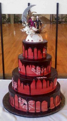 """""""The Addams Family"""" Gomez and Morticia Cake Creative Wedding Cakes, Amazing Wedding Cakes, Wedding Cake Designs, Wedding Cake Toppers, Amazing Cakes, Creative Cakes, Beautiful Cakes, Cake Wedding, Pretty Cakes"""