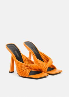 Dr Shoes, Shoes Heels Boots, Me Too Shoes, Heeled Boots, Manolo Blahnik, Strappy Heels, High Heels, Versace Shoes, Shoes World