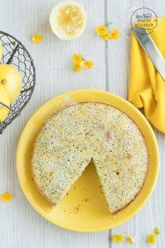 Für so einen saftigen Zitronen-Mohn-Kuchen gibt es viele gute Gründe. Im Winter sorgt der Zitronenkuchen für Sommergefühle und im Sommer für Erfrischung. Denn in meinem Zitronenkuchen mit Mohn steckt die Zitrusfrucht gleich mehrfach: Genuss hoch drei!  #zitronenkuchen #mohnkuchen #sommerkuchen #backenmachtgluecklich