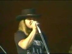 You knew it was coming: Lynyrd Skynyrd does 'Sweet Home Alabama' in concert, not sure of the year. And remember: Muscle Shoals has got the Swampers! 16 million views and counting, and I think that's almost as many people as were at that concert. I Love Music, Film Music Books, Music Music, Good Music, Sweet Home Alabama, Travel Songs, Muscle Shoals, Lynyrd Skynyrd, National Anthem
