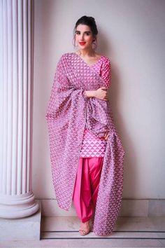 Pakistani Dress Design, Pakistani Outfits, Indian Outfits, Stylish Dresses, Nice Dresses, Casual Dresses, Fashion Dresses, Punjabi Fashion, Asian Fashion