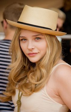 Chloe Grace Moretz, natural make-up and gorgeous curls