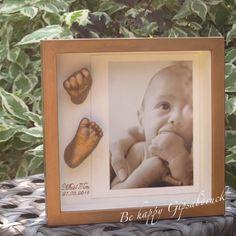 Handabdruck & Fußabdruck Baby im gold-bronzenen Bilderrahmen, Ivana Irmscher Be happy Gipsabdruck Fürth, www.be-happy-gipsabdruck.de