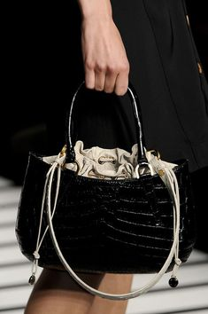 Fendi at Milan Fashion Week Spring 2012 - Details Runway Photos